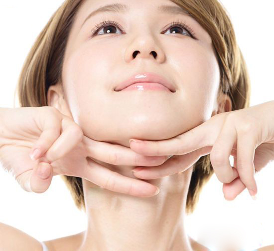 <p>FDA Approved an Injection That Will Eliminate Your Double Chin thumbnail